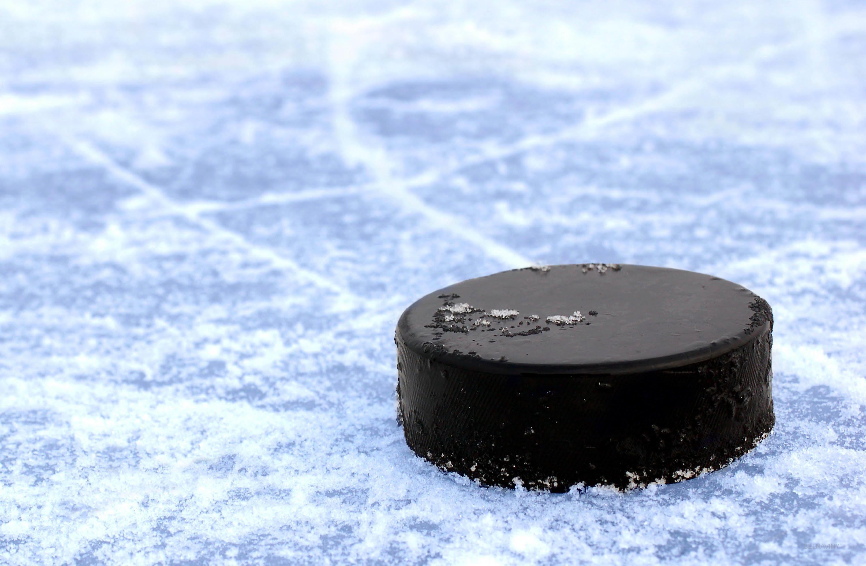 Возврат хоккейной шайб